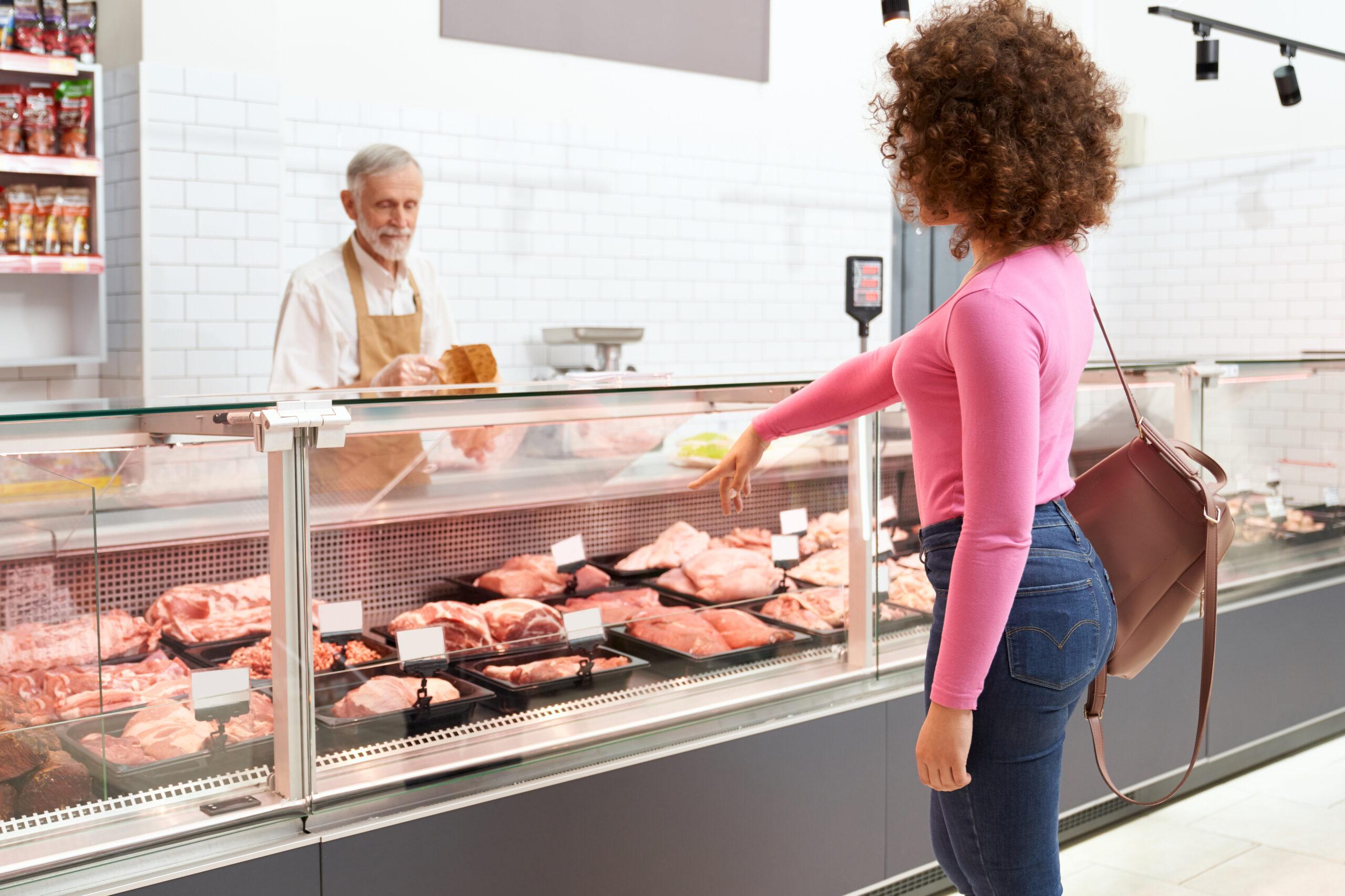 senior-butcher-waiting-for-order-GLCVR29-scaled Chi siamo
